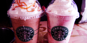 Frappuccino (links: Karamel, rechts: Erdbeer)