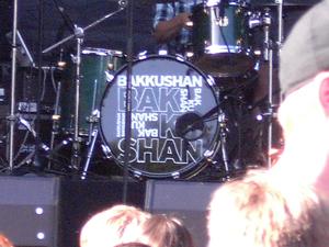 Vor dem Auftritt von Bakkushan. Das Schlagzeug und der Drumemr sind schon da.