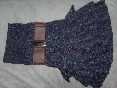 Ein sehr wundervolles Kleid + Gürtel von Belcci