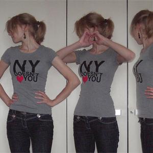 Tag 25: T-shirt H&M (Druck selbstgemacht), Ohrringe SIX, Jeans von Blind date
