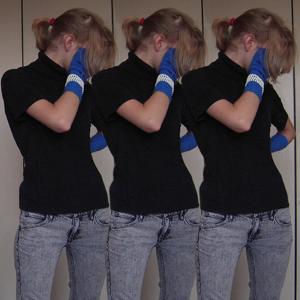 Tag 43: T-shirt unbekannt, Stulpen und Jeans H&M, Kette (hier als Armband) Kindergartenzeit xDDDD