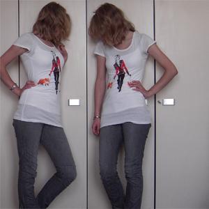 Tag 50: T-shirt, Top. Jeans, Haarband, Ohrringe (kleine Perlen, die gerade nicht sichtbar sind) H&M; Uhr unbekannt (hab die schon seit der fünften Klasse o_O)