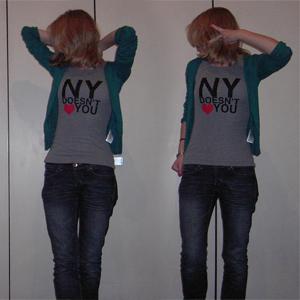Tag 69: T-shirt H&M (selbst bedrucken lassen), Strickjacke H&M, Jeans Mister*Lady