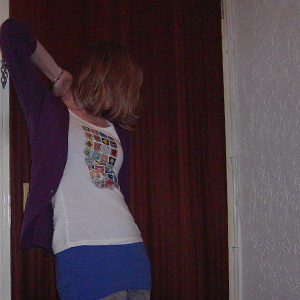 Tag 79: T-shirt H&M (selbstbedruckt), Top und Jeans H&M, Strickjacke Mister*Lady