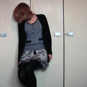 Tag 103: Strickjacke Vero Moda, T-shirt H&M, Rock Zara, Strumpfhose C&A