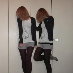 Tag 125 (08.11.2010): Strickjacke Avanti, T-shirt + Top + Shorts H&M, Strumpfhose unbekannt, Stricksocken selbstgemacht von meiner Mum