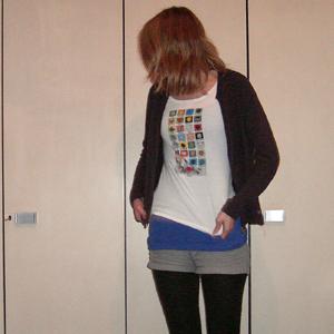 Tag 129: Sweatshirtjacke und Strumpfhose unbekannt, T-shirt H&M mit selbstberducktem Motiv, Top und Shorts H&M