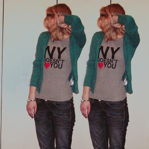 Tag 135: T-shirt H&M (selbstbedruckt), Strickjacke und Lederhaarband H&M, Jeans Mister*Lady (Denim), Armbanduhr und Armband unbekannt