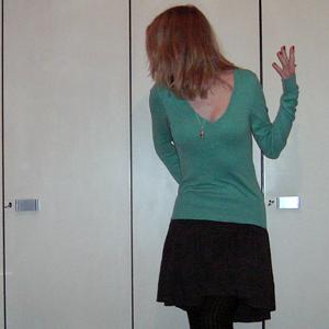 Tag 145 (28.11.2010): Pullover H&M, Rock Pimkie, Strumpfhose Gina Trikot, Kette (kleines Glasgefäss mit Süßigkeiten) KoolKatKustom