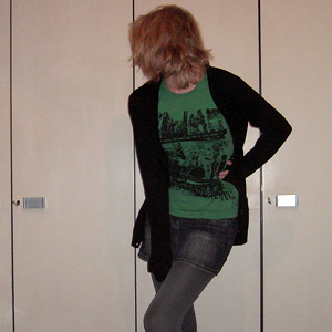 Tag 157: Strickjacke H&M, T-shirt Gina Tricot, Rock und Strumpfhose Pimkie
