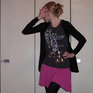 Tag 183: T-shirt, Rock, Strickjacke und Haarspange H&M, Strumpfhose Gina Tricot