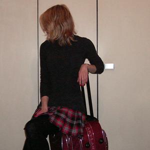 Tag 186: Oberteil Avanti, Rock selbstgemacht von meiner Mum, Strumpfhose C&A, und ein Koffer...