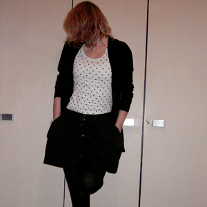 Tag 192 (13.01.2011): Strickjacke und Top H&M, T-shirt und Rock (neu :3) Pimkie, Strumpfhose C&A, Armbanduhr Fossil