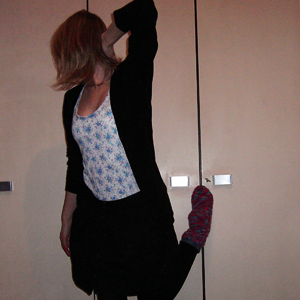 Tag 194: Strickjacke H&M, Top und Rock Pimkie, Strumpfhose C&A, Socken selbstgemacht von meiner Mum (halten sehr warm... sind nur zu dick führ Schuhe :3)