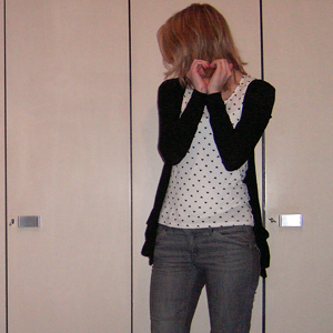 Tag 195 (16.01.2011): Strickjacke und T-shirt Pimkie, Jeans Mister*Lady