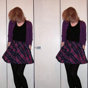 Tag 200 (21.01.2010): Strickjacke und Rock H&M, T-shirt Colosseum, Strumpfhose Gina Tricot