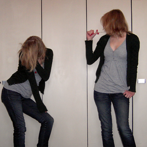 Tag 203: Strickjacke H&M, Jeans und T-Shirt Mister*Lady, Telefonkette Kool Kat Kustom