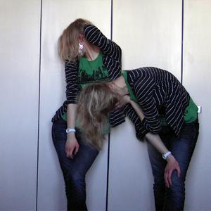 Tag 219 (09.02.2011): Strickjacke H&M, T-shirt Gina Tricot, Jeans Mister*Lady, Uhr Fossil, Sternenringohrring unbekannt