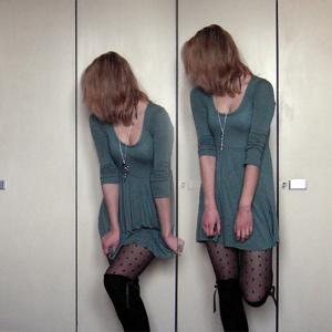 Tag 226: Kleid Gina Tricot, Strumpfhose und Haarband H&M, Strümpfe und Lovekette Primark