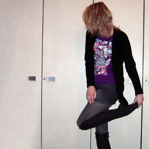 Tag 232: Strickjacke Vero Moda, Rock Pimkie, T-shirt Mango, Strumpfhose und Overknees C&A
