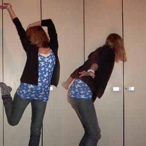 Tag 235 (25.02.2011): Sweatshirtjacke unbekannt, Top und Jeans H&M, Tanktop Primark, Socken selbstgemacht von meiner Mum (ohne die wären meine Füße in meiner Wohnung erfroren), Uhr Fossil