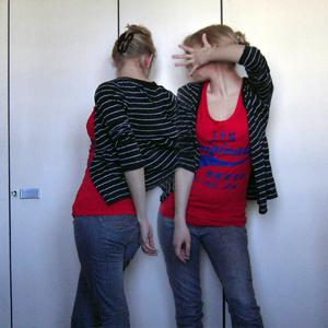 Tag 245 (07.03.2011): Strickjack, Haarspange und Jeans H&M, T-Shirt Primark