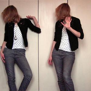 Tag 249: Strickjacke unbekannt, T-shirt und Kette Pimkie, Jeans und Top H&M