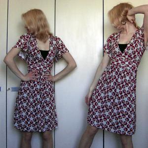 Tag 271: Top H&M, Kleid Pimkie, Ohrringe Eineuroladen, Strumpfhose unbekannt (sonst hätten meine Wasserleichenbeine keine Farbe...)