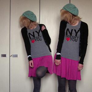 Tag 280 (11.04.2011): Strickjacke, Rock, T-shirt (selbstbedruckt) und Mütze H&M, Strumpfhose C&A, Uhr Fossil