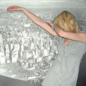Tag 360 (01.07.2011): T-shirt und Jeans Mister*Lady (Hintergrundbild IKEA)