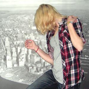 Tag 361: Bluse H&M, T-shirt und Jeans Mister*Lady (Hintergrund IKEA)
