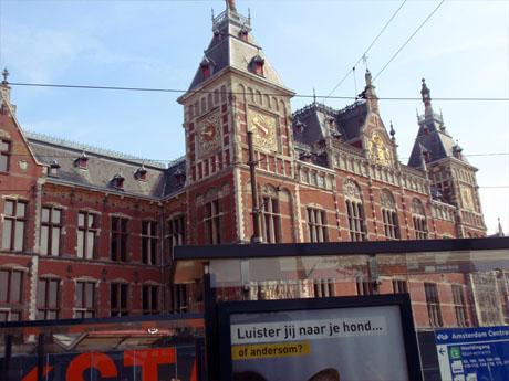 Der Amsterdamer Hauptbahnhof von außen