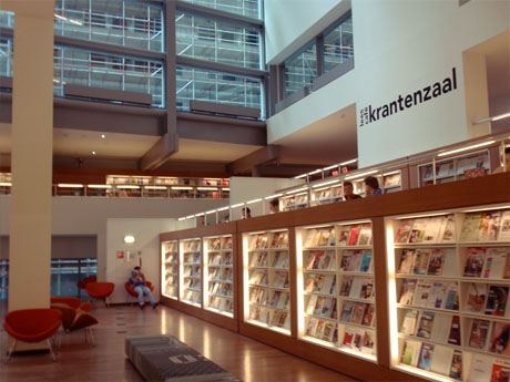 Lesesaal im Erdgeschoss der Zentralbibliothek