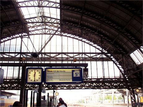 Der Amsterdamer Bahnhof von Innen