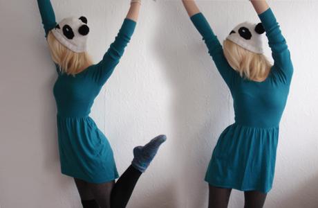 Kleid, Strumpfhose, Overknees H&M; Socken und Mütze DIY von meiner Mum