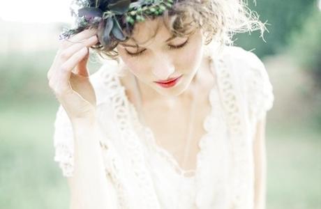 Hach, ich liebe diese Blumen im Haar. Da Frag ich mich gleich: Wo bleibt eigentlich der Frühling? via: unbekanntem tumblr Blog