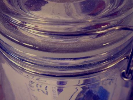 Glas voller Kinotickets.