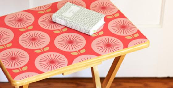 Mit Tapeten Möbel dekorieren