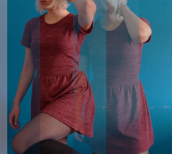Weinrotes Kleid mit Overknees
