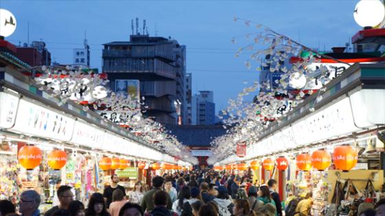 Geschäfte am Asakusa Schrein, Tokyo