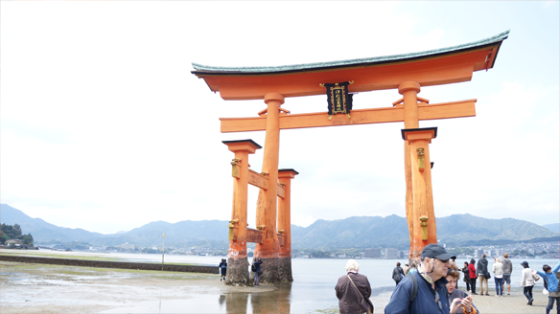 Das im Wasser stehende Torii auf Miyajima, Hiroshima