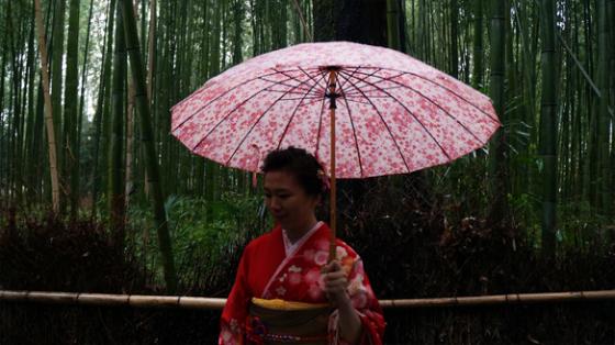 Eine Frau im Kimono.