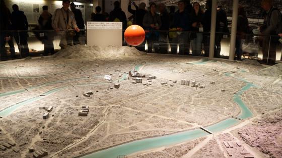Ein Model von Hiroshima nach dem Atombombenabwurf.