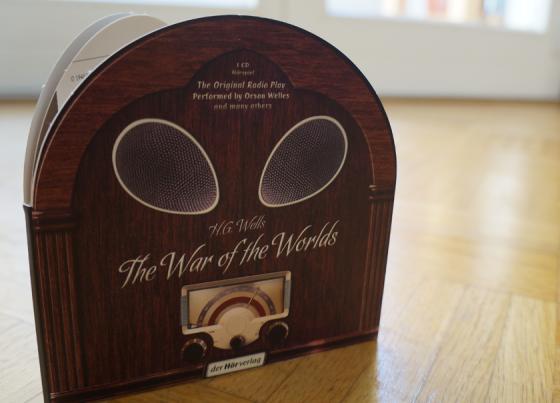 """Das """"The War of the Worlds""""-Hörspiel vom Hörverlag. Wunderschöne Radio-Verpackung."""