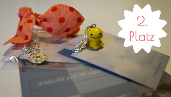 Set 2 besteht aus einer Kette mit Tibetmünze, einem Häschenohren-Haarband und einer Kette mit Wetterpüppchen.