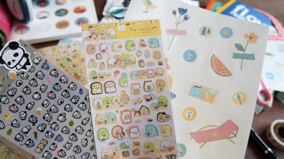 Sticker mit Ojipan, Summigurashi-Motiven und Reiseaufkleber