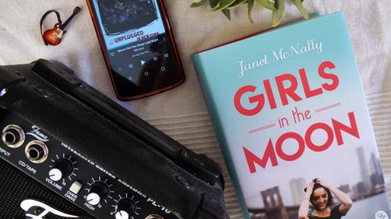 Das fantastische Buch Girls in the Moon von Janet McNally.