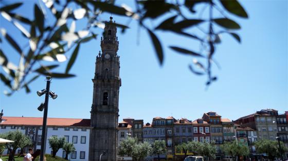 Auch der Park am Clérigos Tower ist einen Ausflug wert.