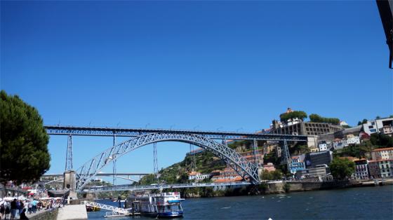 Auch von der Ponte Luis I Brücke hat man einen tollen Ausblick auf Porto.