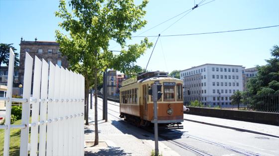 Die alte Tram bringt einen in Porto an alle wichtigen Orte.